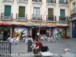 Plaza Chueca ha bar e locali gay-friendly