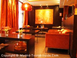 The oriental style lounge is a stylish place to relax in the Hotel Madrid Vincci .