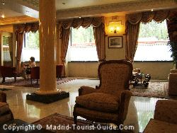 La hall dell'hotel Mora di Madrid